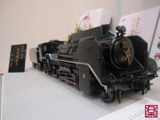練乾漆の蒸気機関車